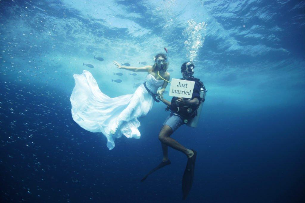 ForbesLife CasamentoSubaquatico Maldivas 130821 Divulgacao 1024x683 1 - INOVADOR: Hotel das Maldivas oferece opção de casamento debaixo d'água