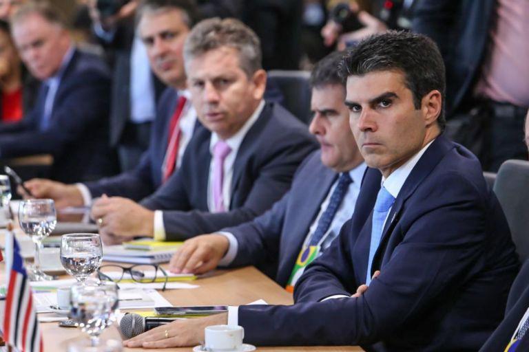 Forum de governadores - Governadores tentam soluções de emergência contra a crise nacional