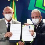 MINISTROS AULAS 150x150 - Marcelo Queiroga e Milton Ribeiro assinam portaria com orientações para volta às aulas presenciais