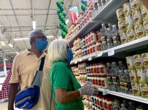 PTXFLKDBDFBYJP5TVYUCUKSETU 300x223 - Após altas, confiança do consumidor recua no mês de agosto puxada por incertezas na economia