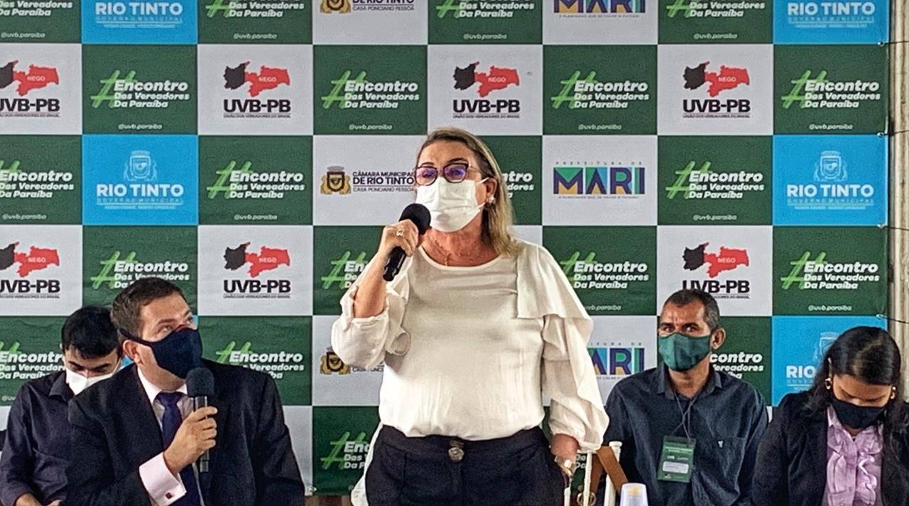 Prefeita de Rio Tinto causa constrangimento durante encontro da UVB - Prefeita de Rio Tinto se exalta durante União dos Vereadores do Brasil: 'Quem quiser falar tem que pedir licença aos Gerbasi' - VEJA VÍDEO