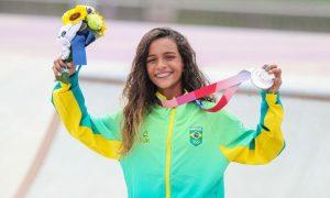Rayssa Leal medalha de prata Jogos Olímpicos de Tóquio skate street 300x180 - Saiba quanto ganham os medalhistas olímpicos do Brasil após subirem ao pódio