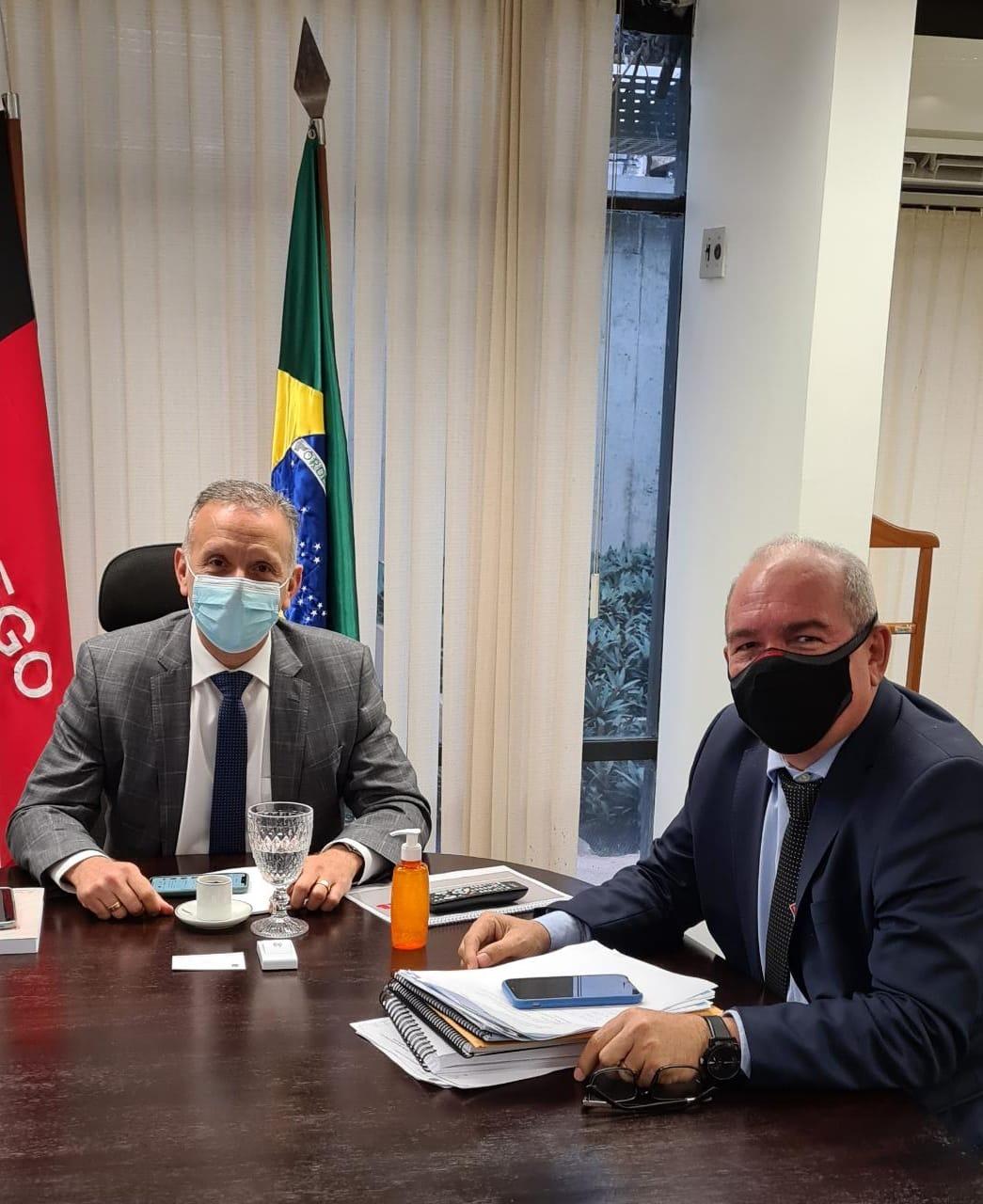 WhatsApp Image 2021 08 19 at 13.09.49 1 - Deputado Aguinaldo Ribeiro recepciona prefeitos em Brasília e atende demandas de cidades paraibanas
