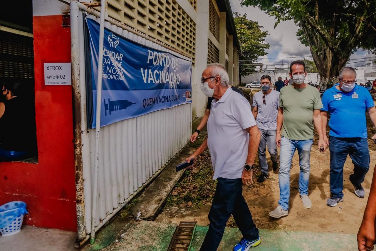 WhatsApp Image 2021 08 21 at 12.41.59 - Prefeito acompanha vacinação 18+ e João Pessoa deve atingir 94% do público alvo com ao menos uma dose neste sábado