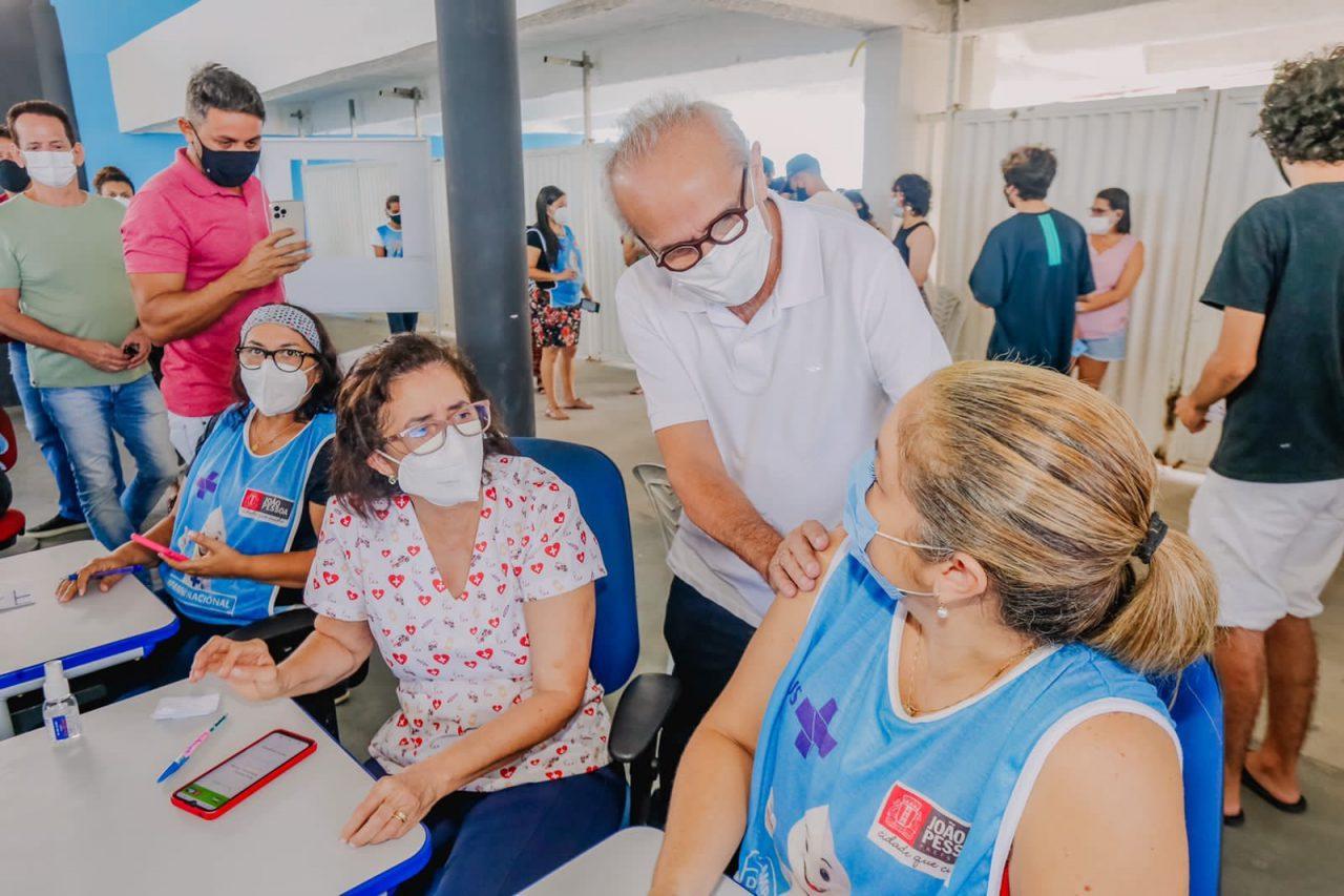 WhatsApp Image 2021 08 21 at 12.42.02 scaled - Prefeito acompanha vacinação 18+ e João Pessoa deve atingir 94% do público alvo com ao menos uma dose neste sábado