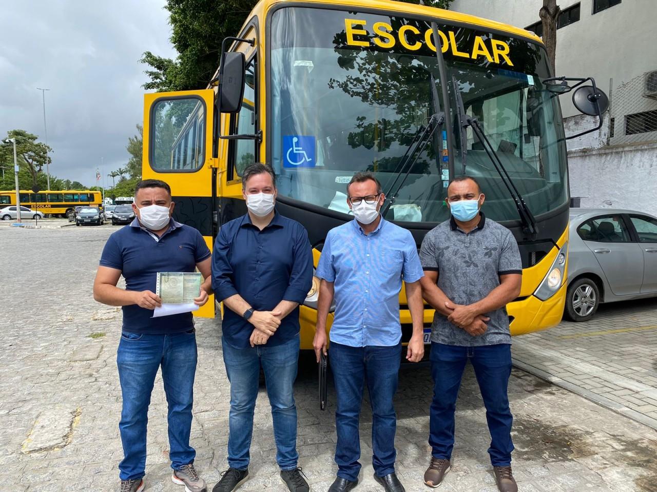 """WhatsApp Image 2021 08 25 at 16.42.49 - Deputado Júnior Araújo comemora aquisição de ônibus escolar para cidade de Santa Helena: """"Trabalho de verdade"""""""