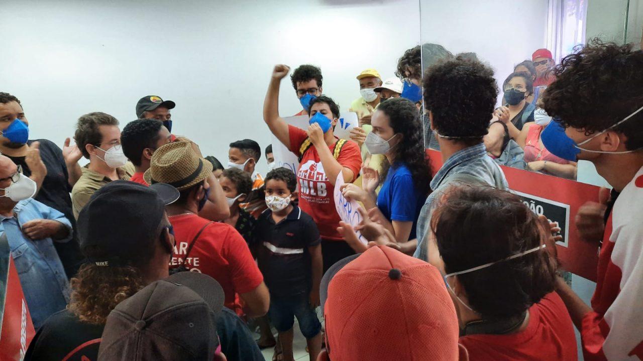 WhatsApp Image 2021 08 27 at 10.10.44 1 scaled - Famílias do Movimento Social Brasileiro ocupam gabinete do prefeito Cícero Lucena e cobram cestas básicas - VEJA VÍDEO
