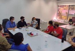 Famílias do Movimento Social Brasileiro ocupam gabinete do prefeito Cícero Lucena e cobram cestas básicas – VEJA VÍDEO