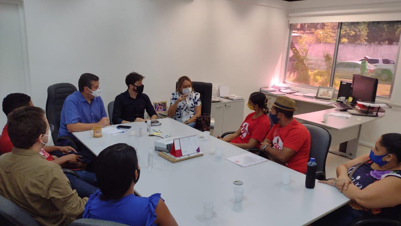 WhatsApp Image 2021 08 27 at 10.10.44 3 - Famílias do Movimento Social Brasileiro ocupam gabinete do prefeito Cícero Lucena e cobram cestas básicas - VEJA VÍDEO