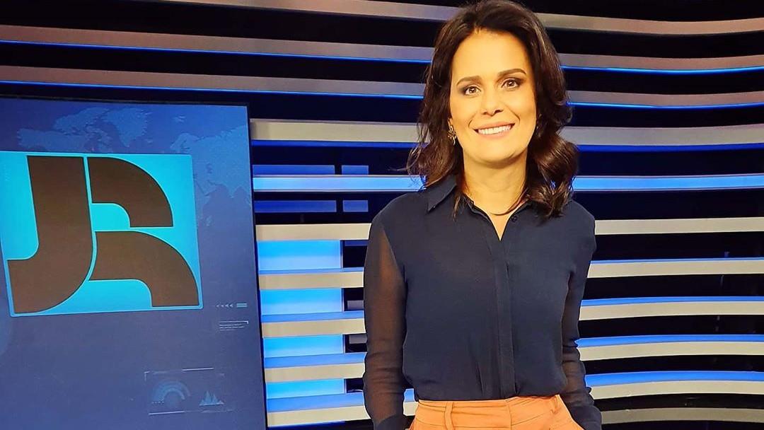 adriana araujo jornalista jornal da record - Adriana Araújo processa Record por discriminação e injustiça