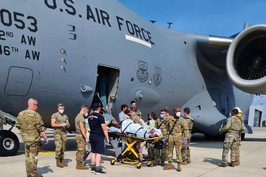 afega - Afegã grávida tem bebê dentro de avião militar dos EUA