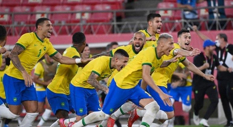 afp tokyo 2020 futebol masculino 1500 03082021075302583 - MEDALHA GARANTIDA: Goleiro paraibano defende cobrança de pênalti e Brasil avança para a final do futebol masculino
