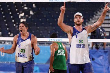 Paraibano Álvaro Filho vence novamente e dupla avança para quartas de final no vôlei de praia
