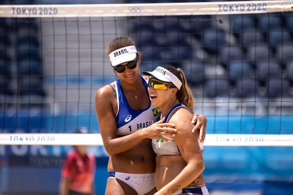 """ana patricia e rebecca - Jogadora suíça que eliminou dupla do Brasil no vôlei recebe ataque de internautas: """"Mexeu no ninho de maribondo"""""""