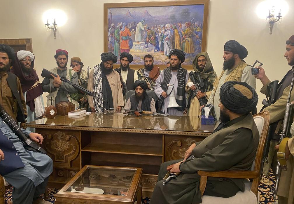 ap21227740995379 - 'ANISTIA GERAL': Buscando popularidade, Talibã faz apelo a mulheres no Afeganistão; grupo é conhecido por declarações e gestos extremistas