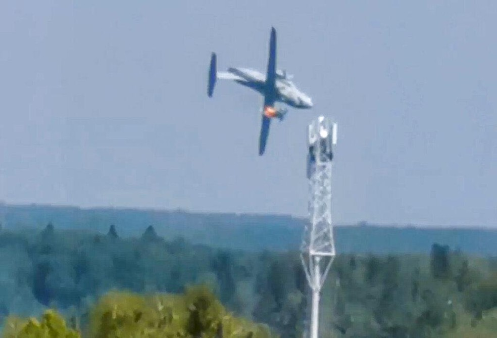 ap21229394859624 - Aposta de Putin, novo avião de transporte pega fogo, cai e mata 3