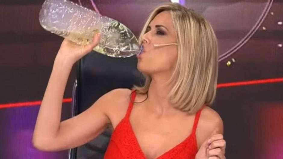 apresentadora - Apresentadora é multada por beber falso remédio contra covid