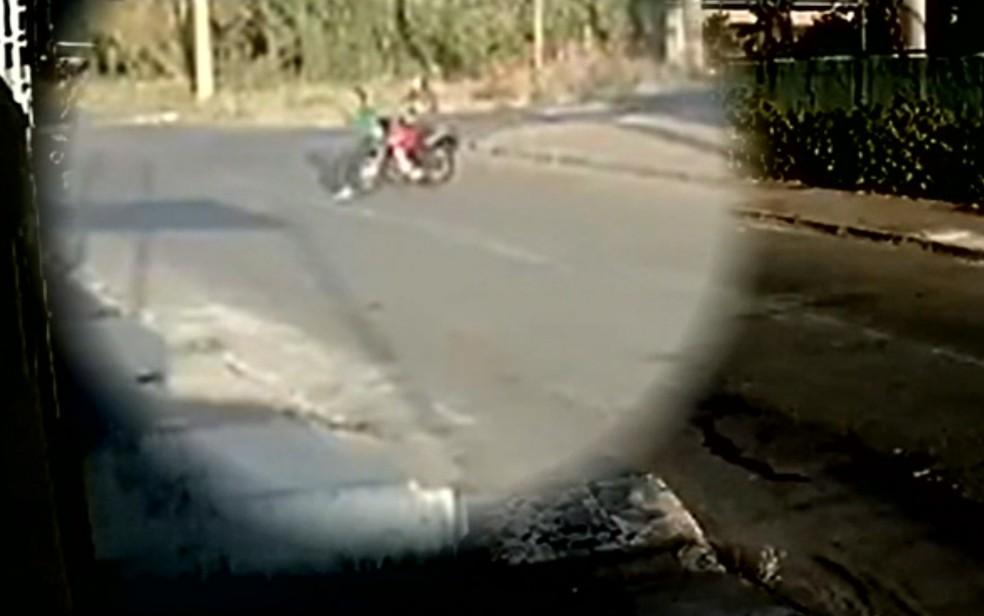 atropela - Não aceitou fim do relacionamento: mulher tem as duas pernas quebradas ao ser atropelada por ex-namorado