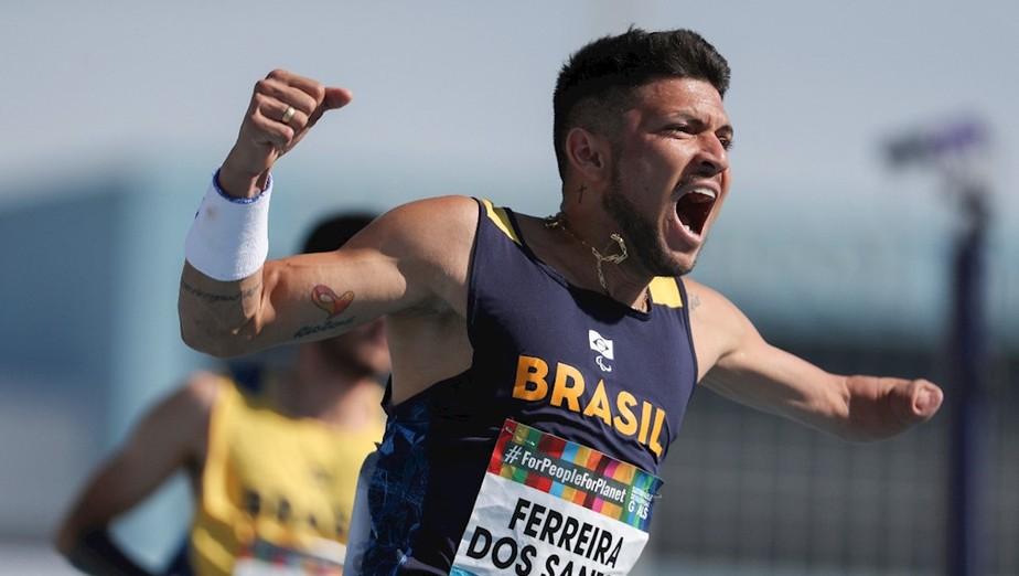 b3ff6ea96f4342f9be0bfbae69b7150d - BICAMPEÃO! Paraibano Petrúcio Ferreira é ouro nos 100m com melhor tempo da história das Paralimpíadas