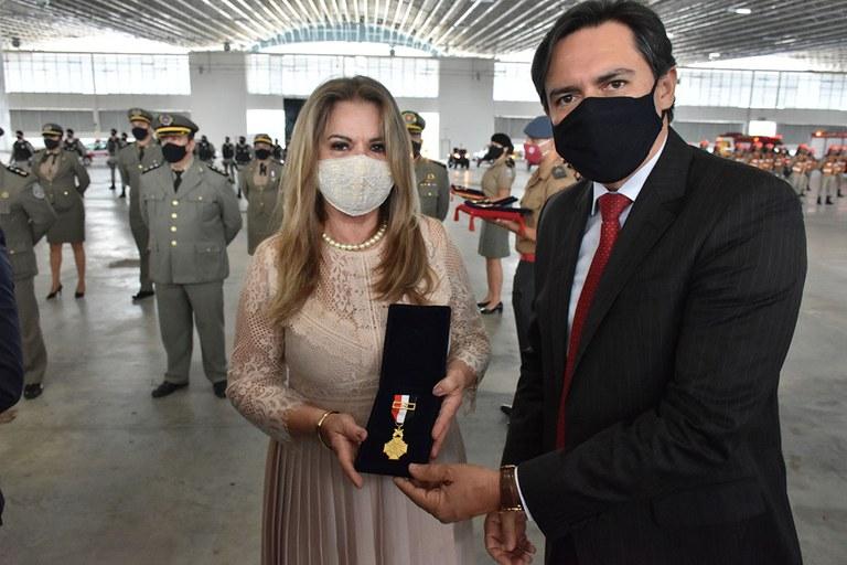 b92c7363 d4b4 40ea b205 e57dd48d79e8 - Primeira-dama do Estado recebe homenagens por serviços prestados à Polícia Militar e Bombeiros