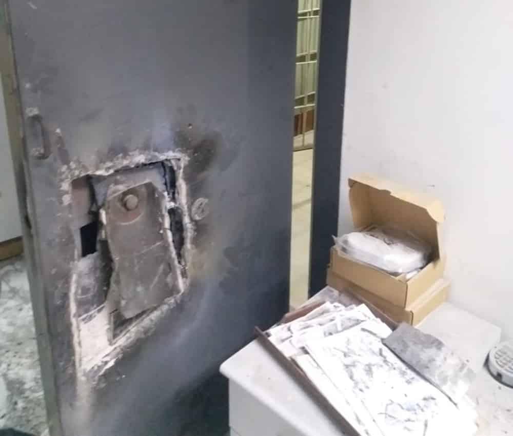 banco BB arrombado em Guarapari - Bandidos arrombam banco e levam cofre nesta madrugada em João Pessoa