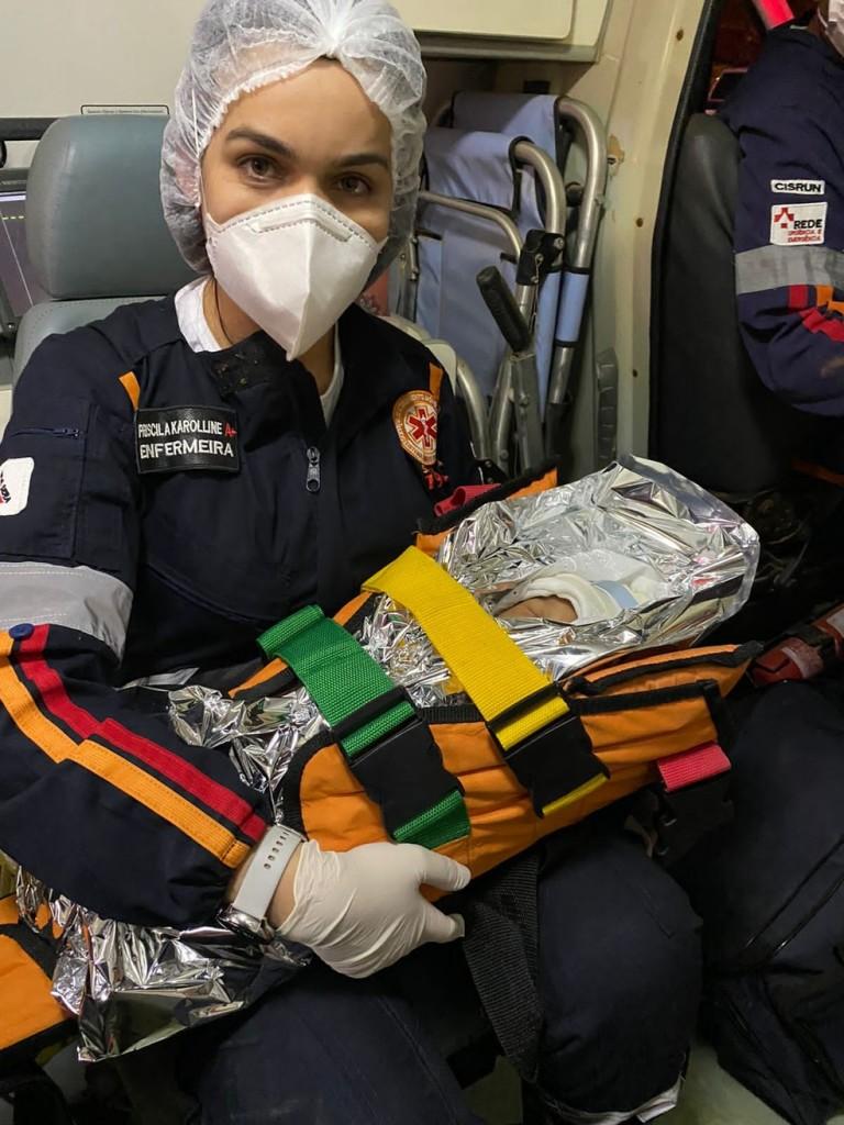 bebe4 - Recém-nascido de 3 dias sobrevive a acidente com 5 mortos: 'Conseguimos achá-lo através do choro', diz bombeiro