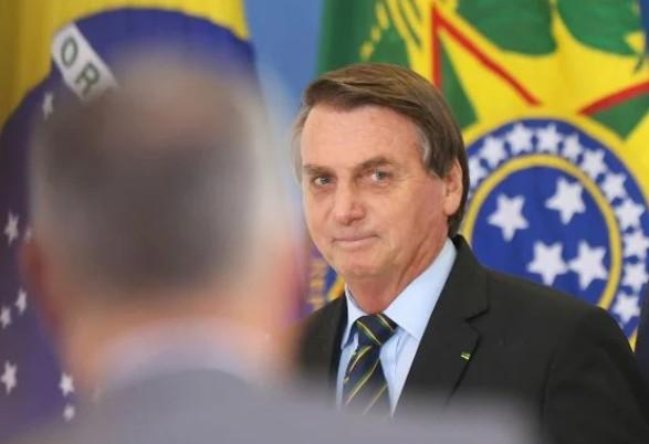 """bol - Barroso """"apavorou"""" parlamentares contra voto impresso, diz Bolsonaro"""