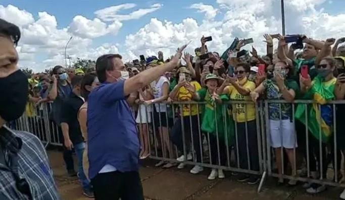 bolso - Bolsonaro intensifica visitas ao Nordeste mas vem pouco à Paraíba
