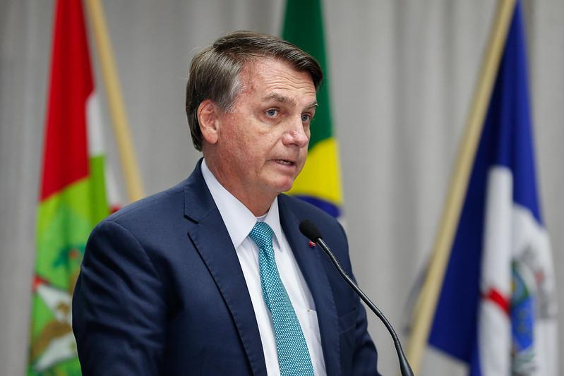bolsonaro coronavac - 'Tem gente que tomou CoronaVac e está morrendo porque acreditou em Doria', diz Bolsonaro