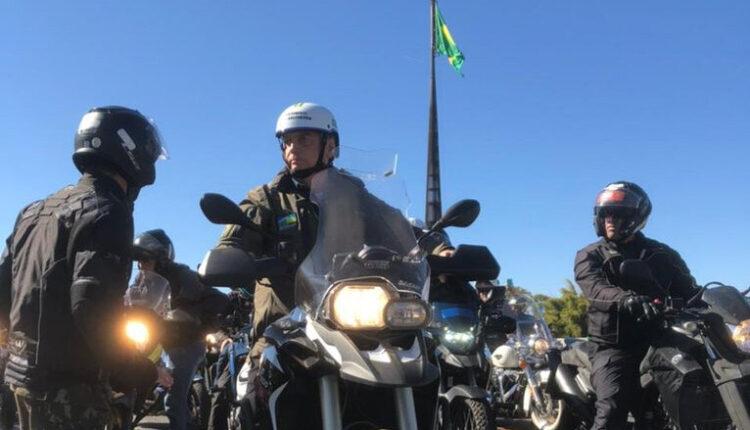 bolsonaro motociata 1 - Bolsonaro participa de nova motociata neste domingo em Brasília; sem máscara, presidente causou nova aglomeração