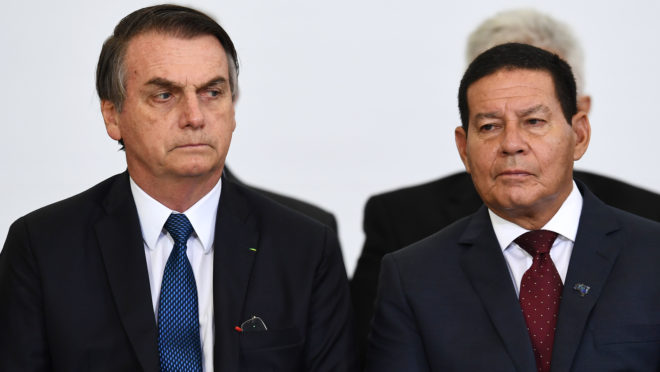 """bolsonaro mourao 100 dias evaristo sa afp 660x372 1 - RELAÇÃO DELICADA! Questionado se Mourão irá continuar no governo, Bolsonaro diz: """"Não vou entrar em detalhes"""""""