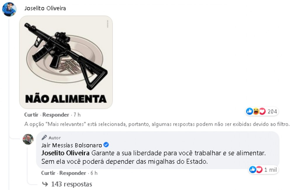 bolsonaro arma fuzil 6829252 - Bolsonaro é presenteado com violão autografado por sertanejos e faz gesto de arma