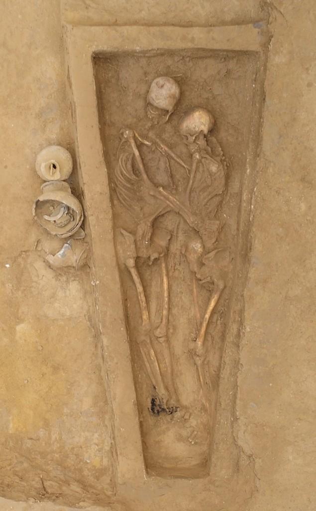 burial august 24 2021 copy - AMOR ATÉ O FIM: pesquisadores encontram na China esqueletos abraçados há 1.500 anos