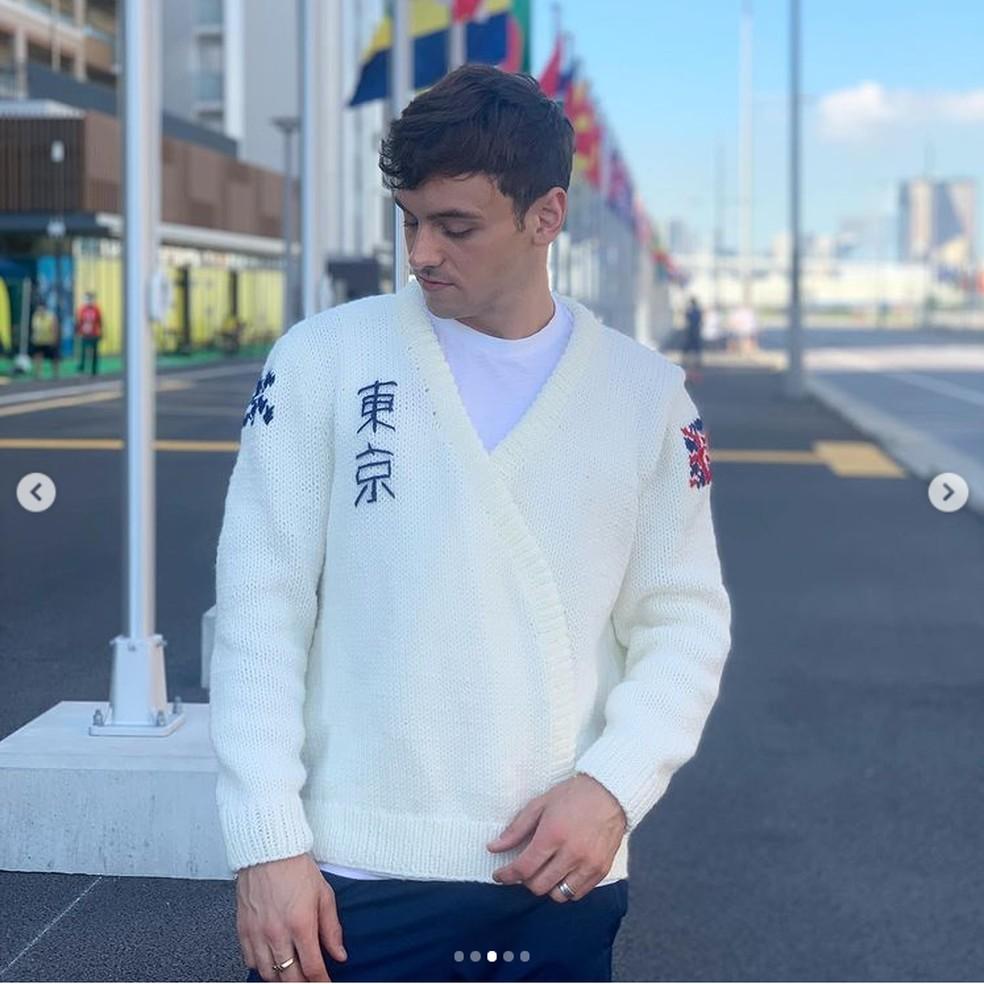 cardiga3 - Atleta britânico exibe casaco de lã que tricotou durante as Olimpíadas; veja fotos