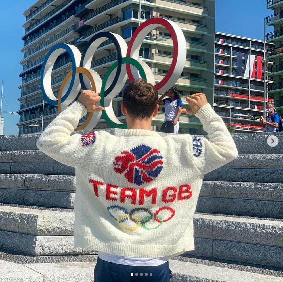 cardiga5 - Atleta britânico exibe casaco de lã que tricotou durante as Olimpíadas; veja fotos