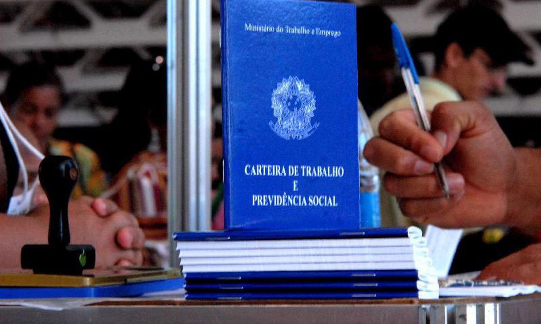 carteira de trabalho   marcello casal jr - Indicador de Emprego da FGV atinge maior nível desde fevereiro de 2020