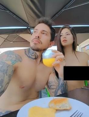 "casal - Casal paraibano passa lua de mel na maior ""cidade"" nudista do mundo e bomba nas redes sociais"