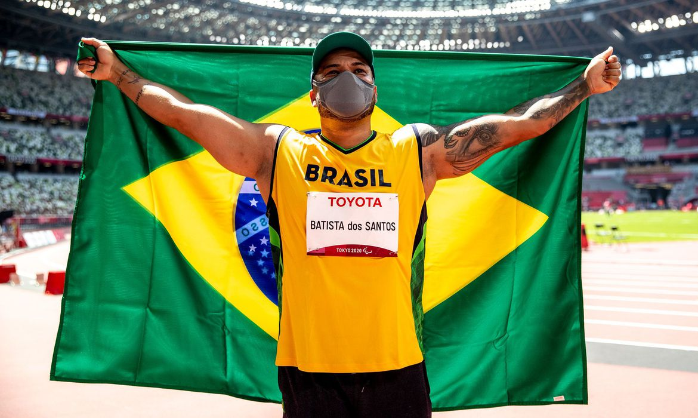 claudiney batista disco paralimpiada ouro - Claudiney dos Santos é bicampeão paralímpico no lançamento de disco - VEJA VÍDEO