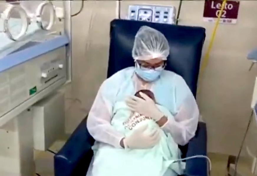dae59a087925014a1eba24b717a3de1e - 'HORA DO COLINHO': Projeto dá carinho a bebês que perderam mães para a Covid-19