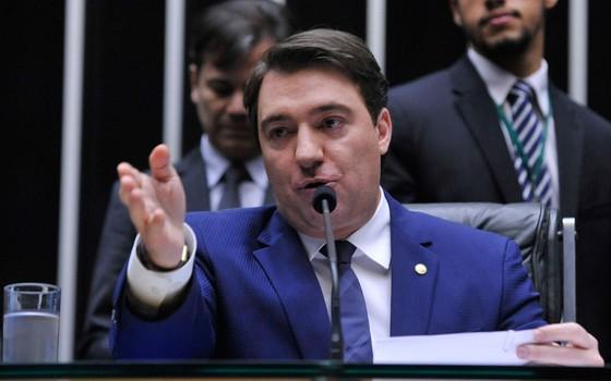 """fernando giacobo - """"Vagabundo"""", """"burro ignorante""""...: Deputado federal xinga sogro bolsonarista - OUÇA"""