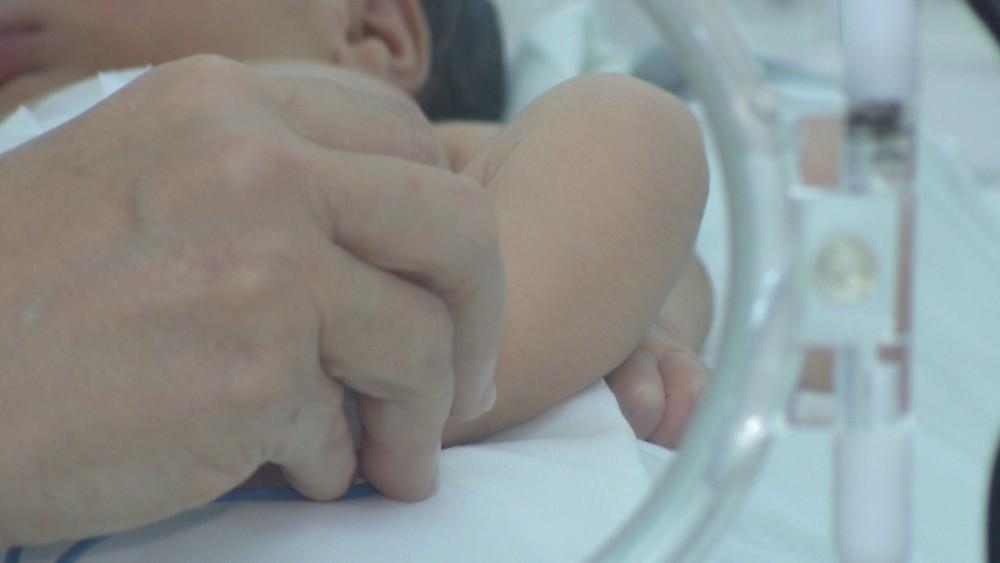 frame bebe calcada varadouro 04 - Bebê encontrada em calçada vai para abrigo de João Pessoa após alta em hospital