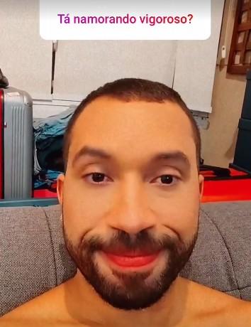 """gil 1 - Gil do Vigor nega namoro com dentista: """"Ainda não"""" - VEJA VÍDEO"""