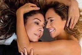Aos 56 anos, Daniela Mercury posa nua ao lado da mulher