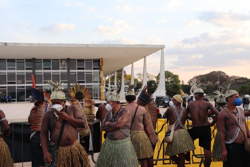indigenas 26 com predio stf - CONTRA O MARCO TEMPORAL: Indígenas seguirão acampados em Brasília até 2 de setembro
