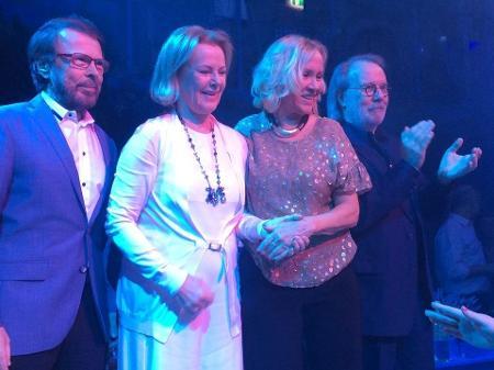 integrantes do abba se reencontram apos oito anos durante evento em estocolmo na suecia 1453373391758 v2 450x337 - ABBA ESTÁ DE VOLTA! Após 39 anos grupo sueco anuncia projeto misterioso e nova música