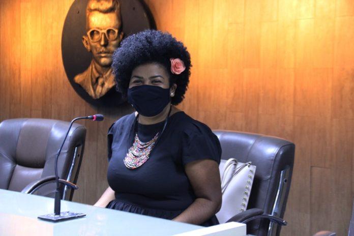 jo oliveira - Vereadora de Campina Grande quer proibir homenagens e monumentos com nomes de escravocratas em Campina Grande