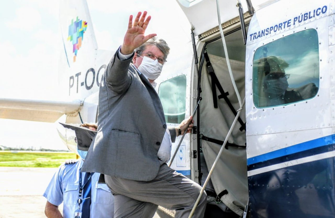 """joao voo 1 scaled - João Azevêdo comemora inauguração da rota aérea Recife-Patos: """"Momento histórico para o Sertão"""""""