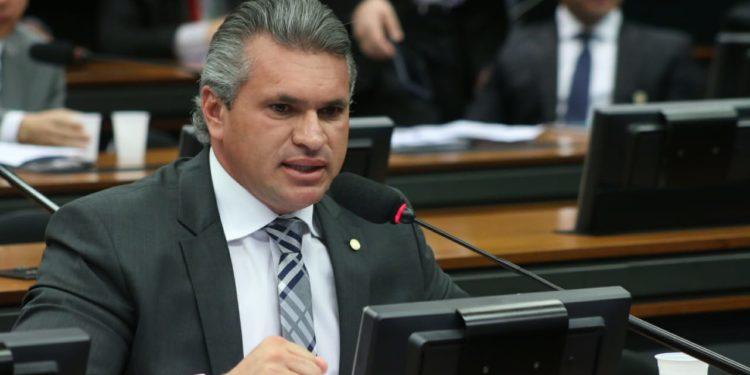 """julian8 750x375 1 - """"O presidente jogou uma pá de cal na imagem do Brasil lá fora"""", diz Julian Lemos após polêmicas que envolvem Bolsonaro e repercutem internacionalmente"""