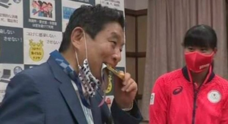 lance 12082021204826415 - Japonesa vai receber nova medalha do COI após mordida de prefeito