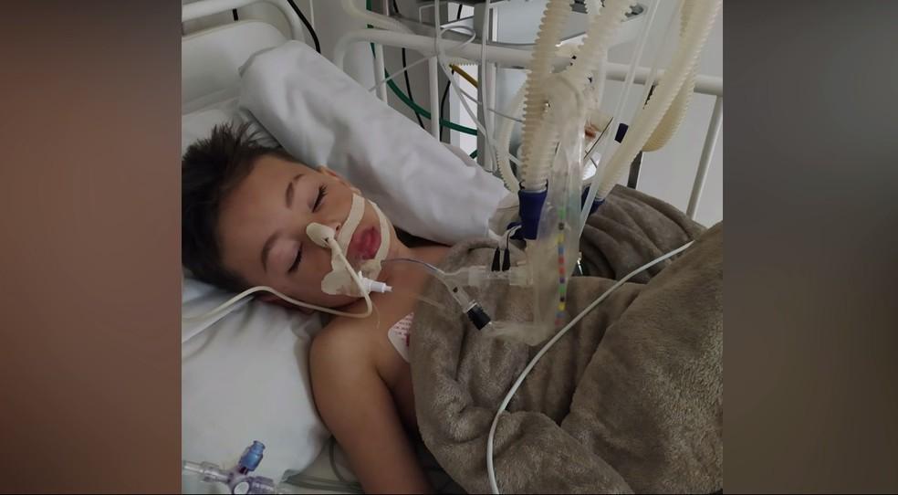 """luis fabiano 1 - Criança de 4 anos perde fala e movimentos após engasgar com comprimido: """"Quase não reage a nada"""""""